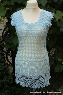 Błękitna letnia bluzeczka na szydełku