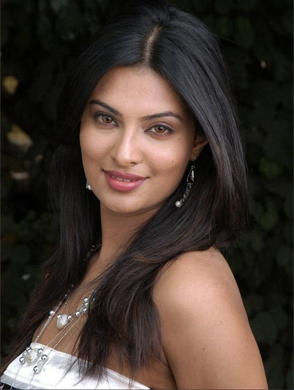 Sayali bhagat on screen dhoom 3