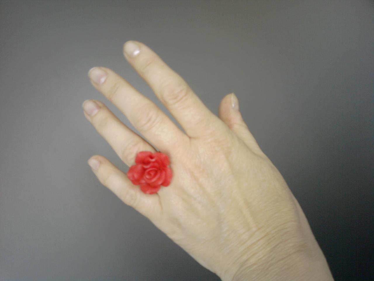 Nos nós dos dedos