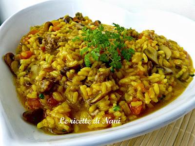risotto con funghi, salsiccia, zucca e zafferano