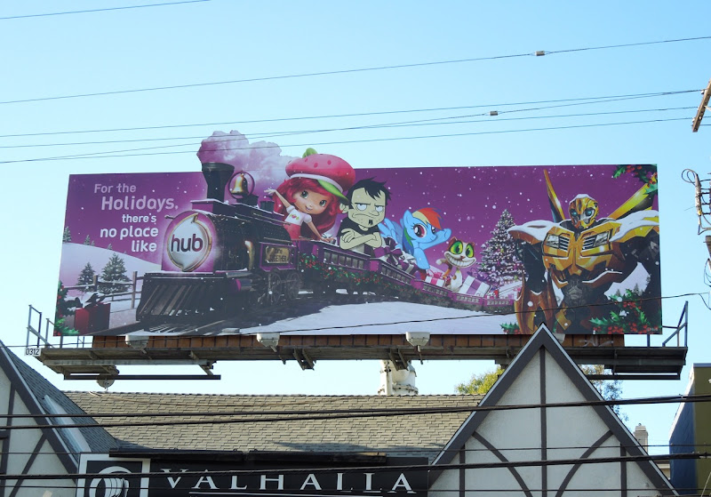 Hub festive train Rainbow Dash bilboard