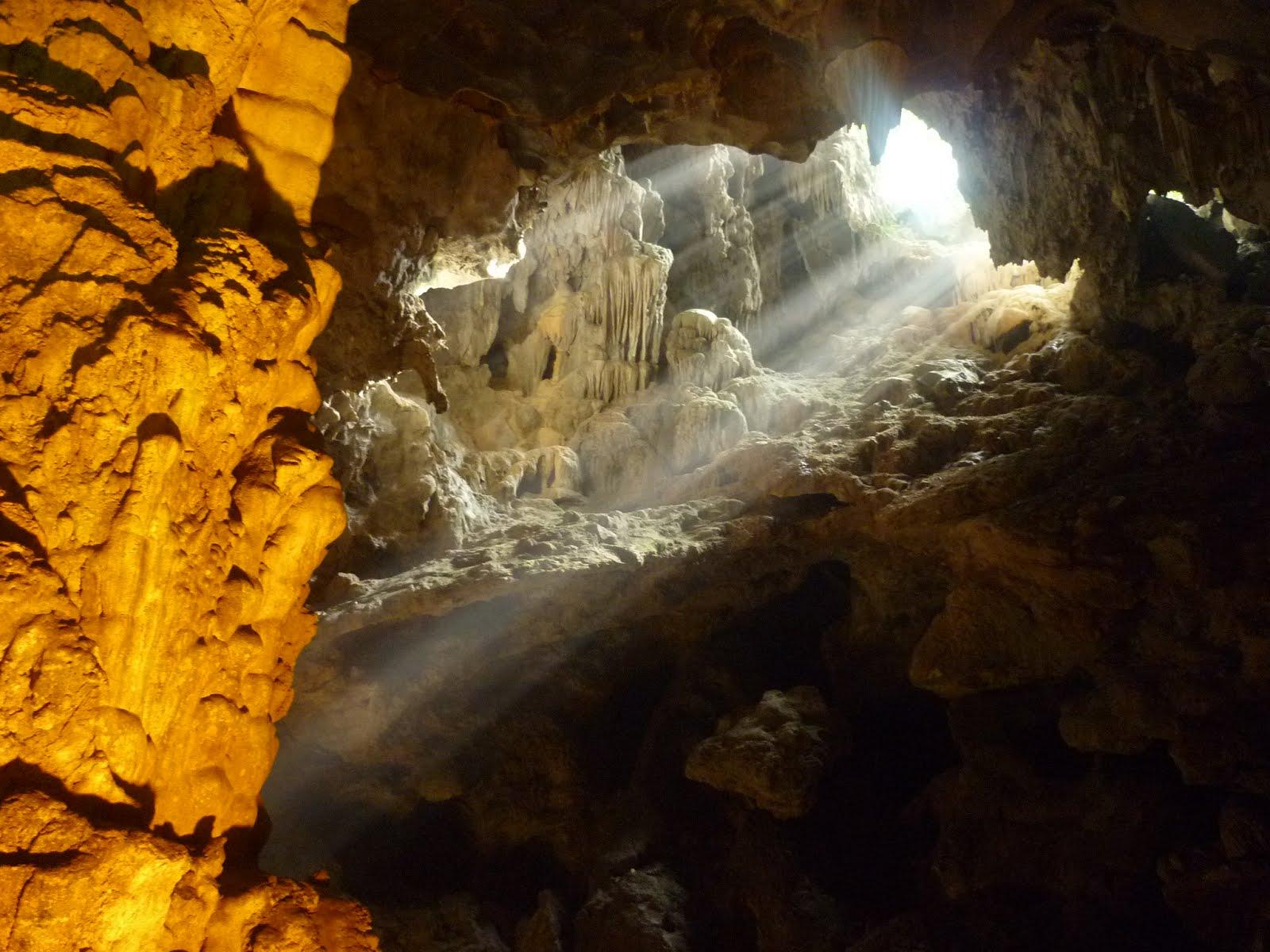 Sung Sot Cave @ Ha Long Bay - Vietnam