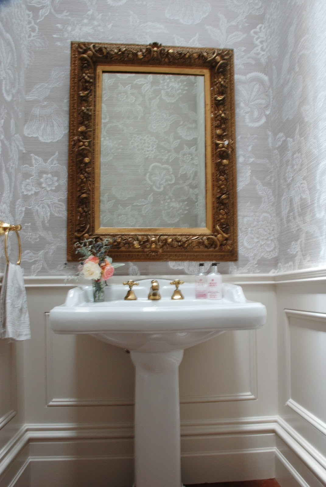Adelaide Villa: Renovation - The completed powder room/ WC