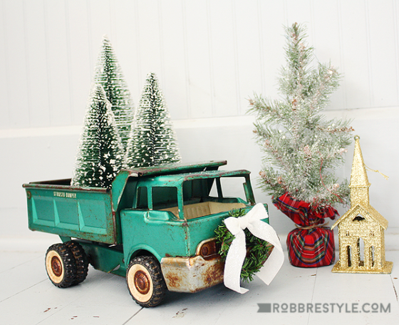 Creative Christmas Ideas |bottle brush trees and toy truck |KnickofTime.net