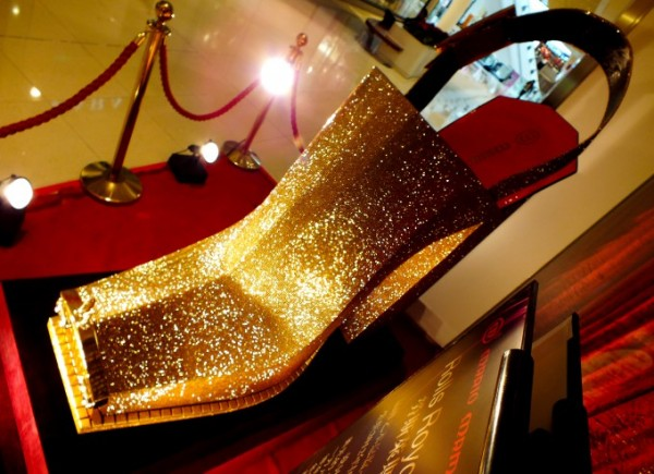 rolls royce, shoes, design, diamonds, international shoe design competition, 2012, guinness world records, high heel, chris lu, chinese