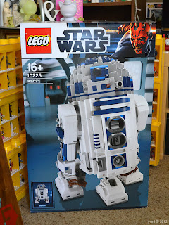 lego r2d2 - i've been itching to open this since christmas day