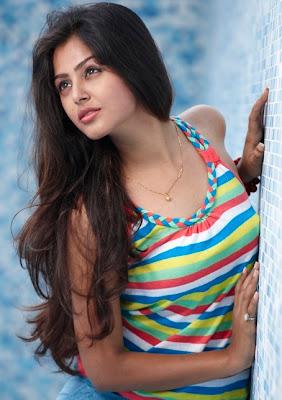http://4.bp.blogspot.com/-lfqi0-PfM-U/TZsJ6S8ct-I/AAAAAAAACk0/tgqwXcR6soI/s1600/Monaal-Miss-Gujarat-in-puri-jagannadh-movie.jpg