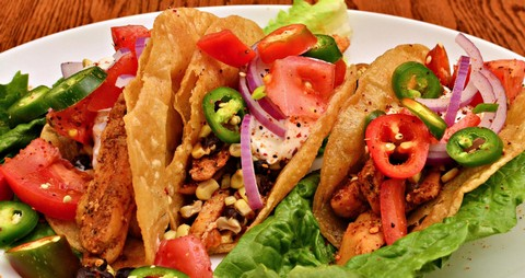 Crunchy and spicy chicken tacos