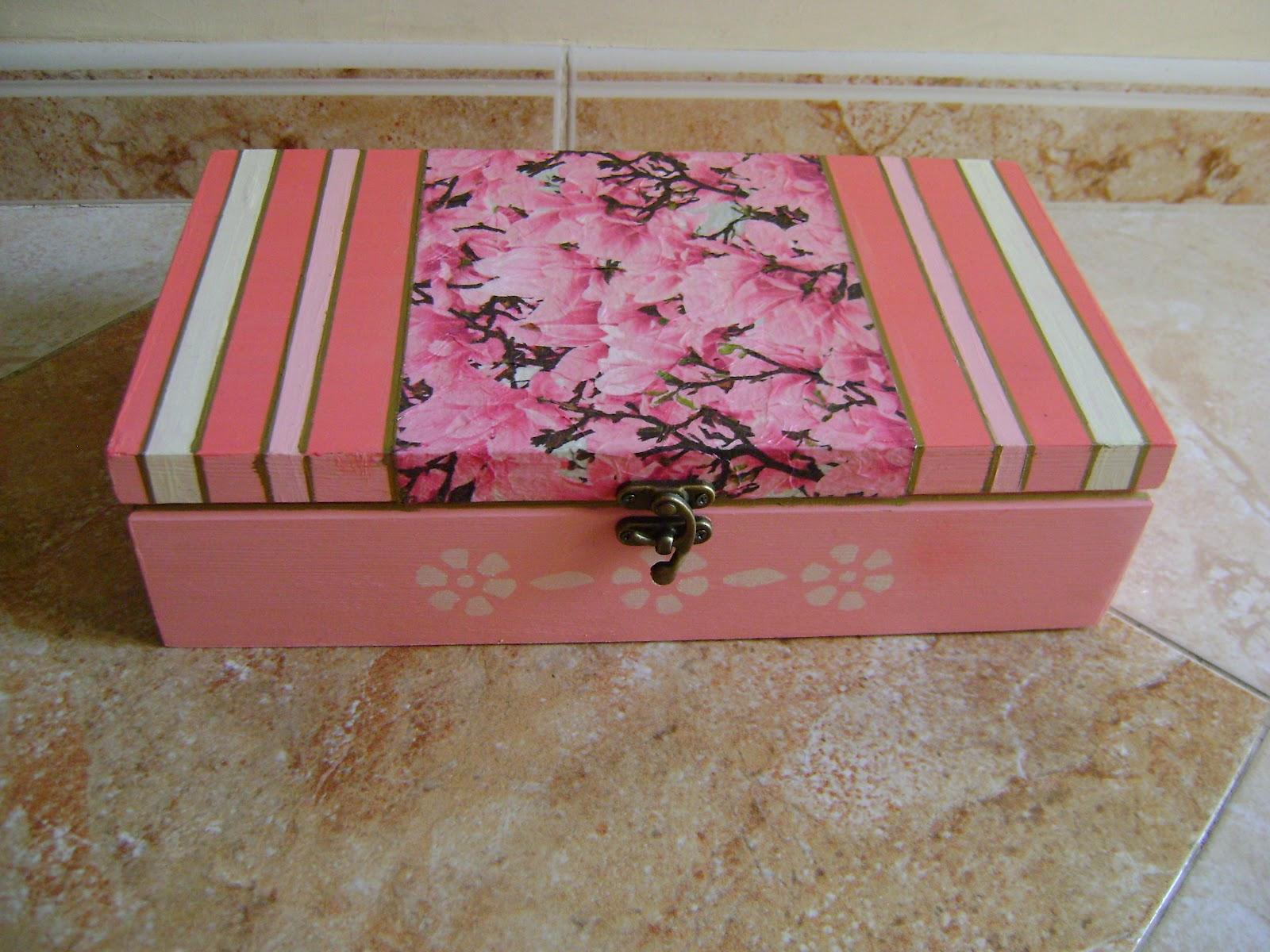 Mis pijadas de fimo cajas decoradas con decoupage y pintura for Cajas decorativas para almacenar