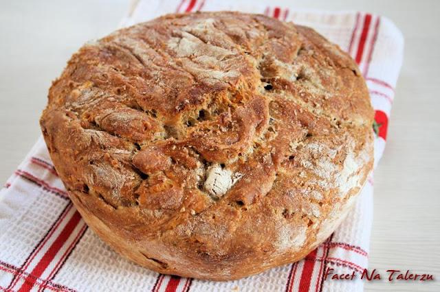 chrupiący chleb, okrągły bochenek