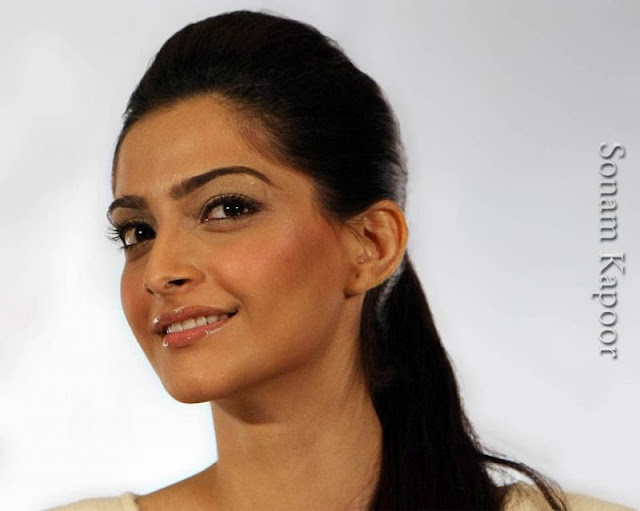 Sonam Kapoor Players Hot Wallpaper