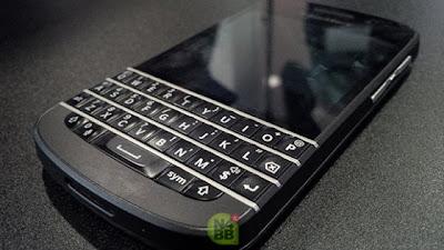 En todo este tiempo seguramente nos hemos dado cuenta que BlackBerry ha labrado su éxito debido a los excelentes diseños ergonómicos en sus dispositivos. Por ejemplo la línea Bold, que es la causante de las mejores ventas por la empresa. Desde el lanzamiento de BlackBerry 10 pudimos notar que BlackBerry esta cambiando la nomenclatura de sus dispositivos, haciendo elección a títulos mas denominados como Lujosos. Una prueba de ello son los BlackBerry Z10 y Q10 mismos que fueron elegidos para representar una similitud con los coches exóticos u otros productos de gama alta. Cuando el BlackBerry Bold 9900 fue introducido