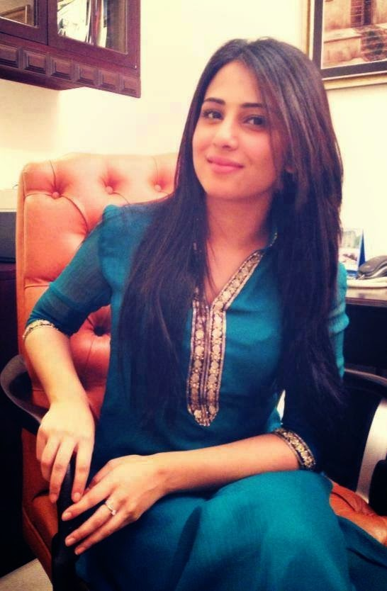 Hottest Pakistani Office Girls