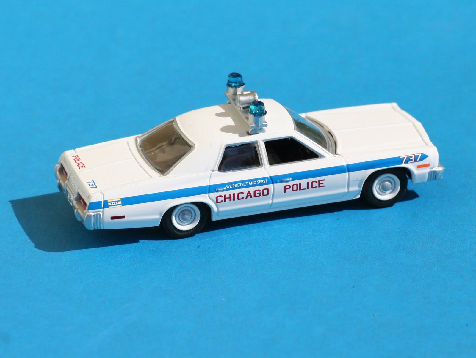 Incredible mini garage dodge monaco 1975 chicago police 1 for Garage mini monaco