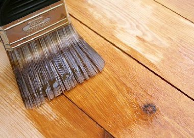 Покрытие деревянного пола лаком грунтовкой