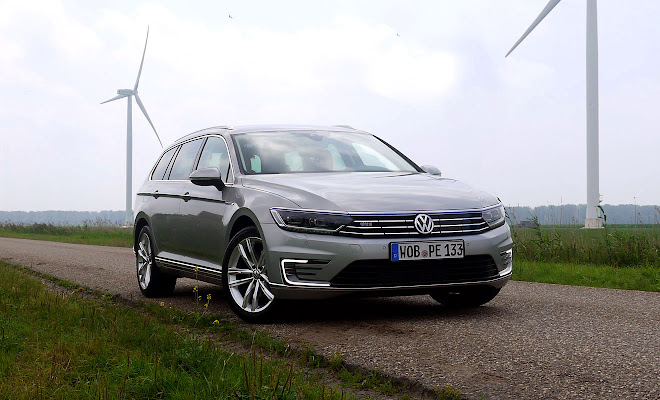 VW Passat GTE front view