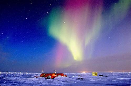 Radiación electromagnética procedente del plasma de la magnetosfera en el polo sur