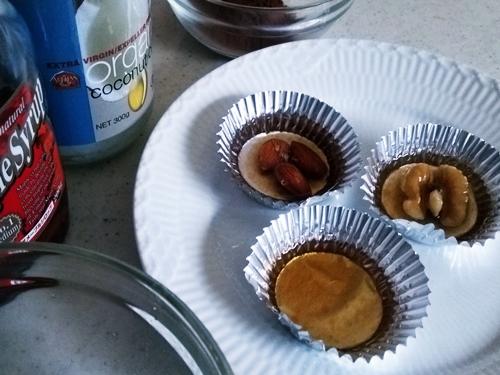 15分で作れる美味しい☆ココナッツオイルの生チョコ 型へ流します