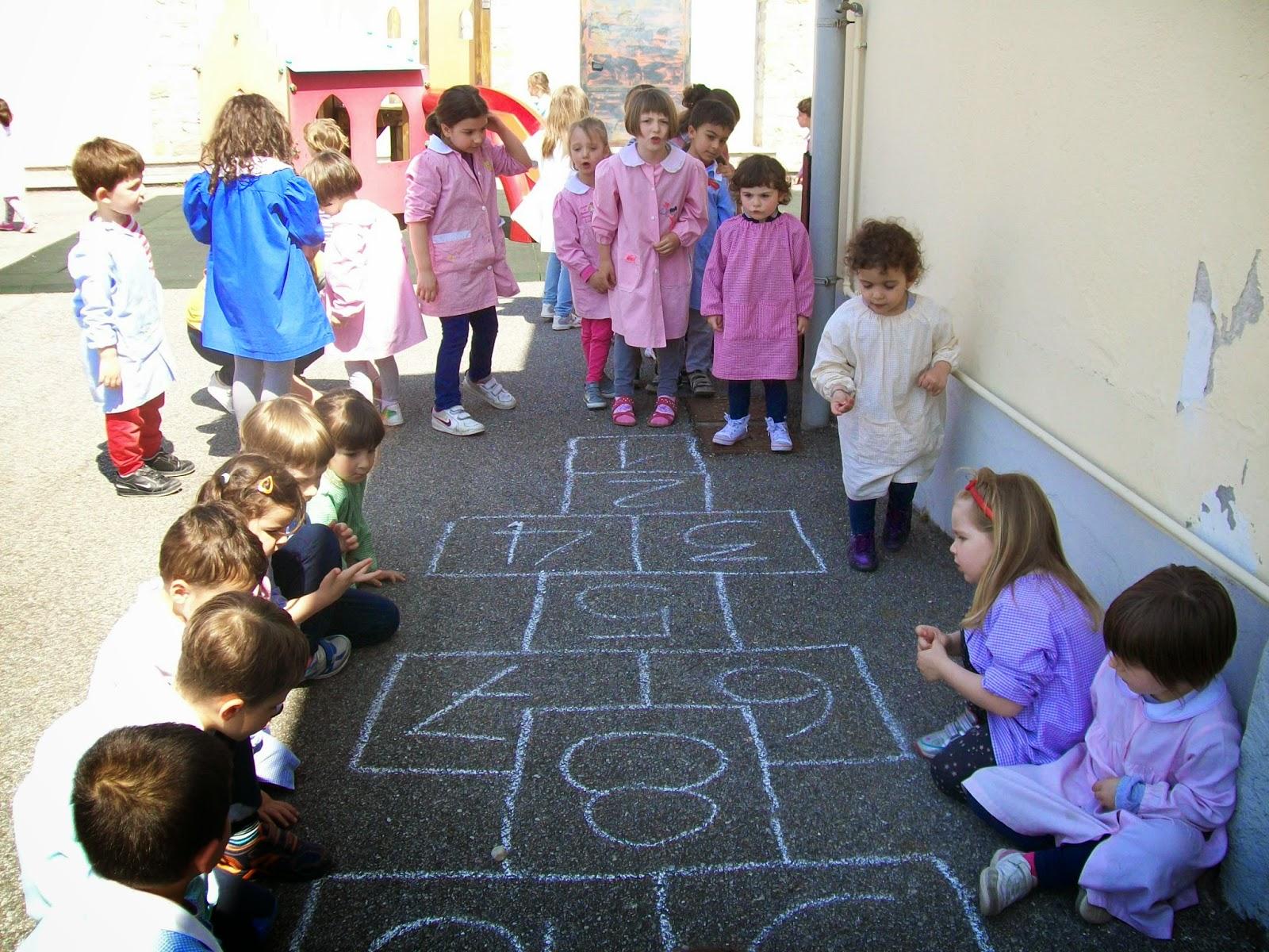 Scuola dell 39 infanzia luciano scotti giochi di cortile for Cortile giochi per bambini