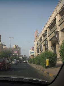 Una calle del centro de Salmiya...