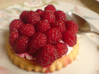 Delicious summer food raspberry cookies -  Geniess den Sommer mit Himbeer-Torteletts