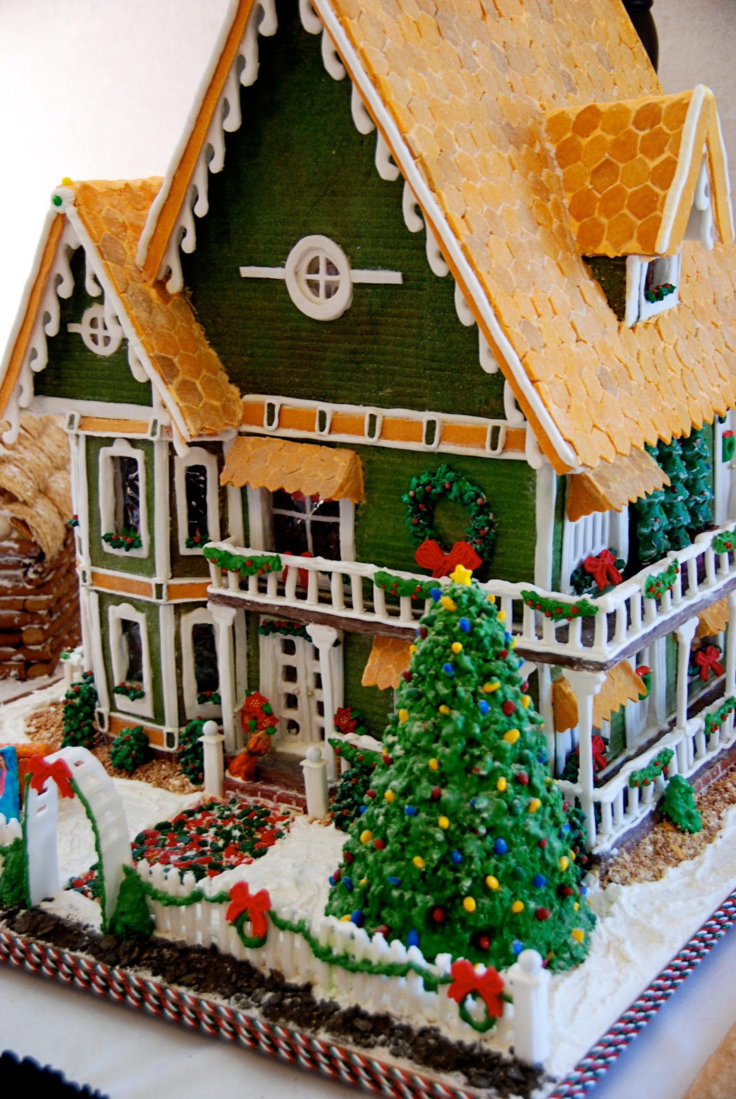 Simple girl gingerbread inspiration for How to make best gingerbread house