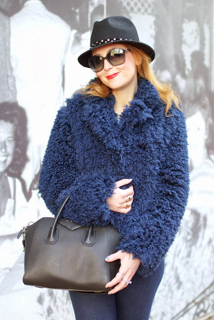 So Allure fake fur jacket, Givenchy Antigona bag, black small Antigona, Fashion and Cookies, fashion blogger