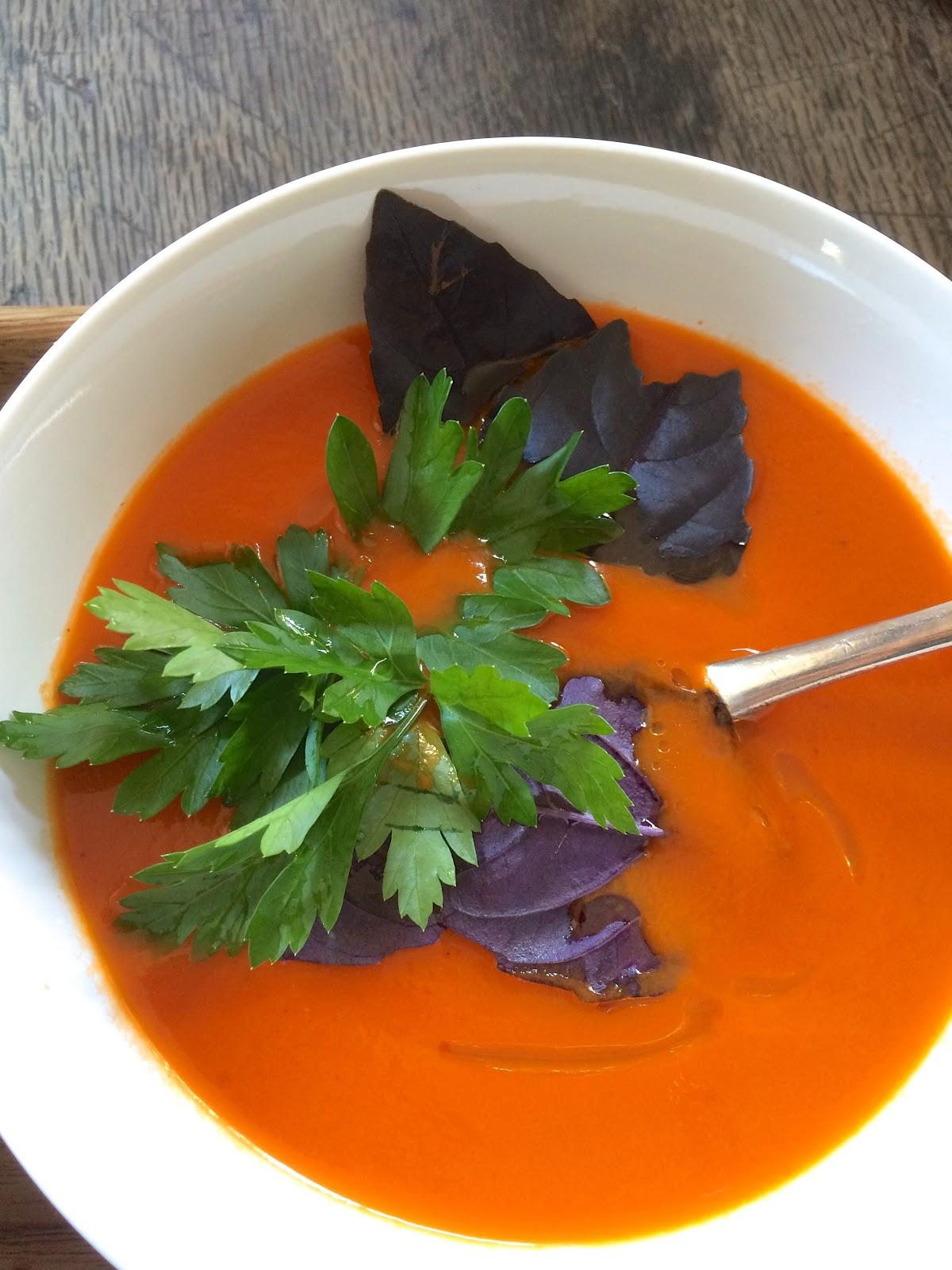 Vegan tomato pepper soup
