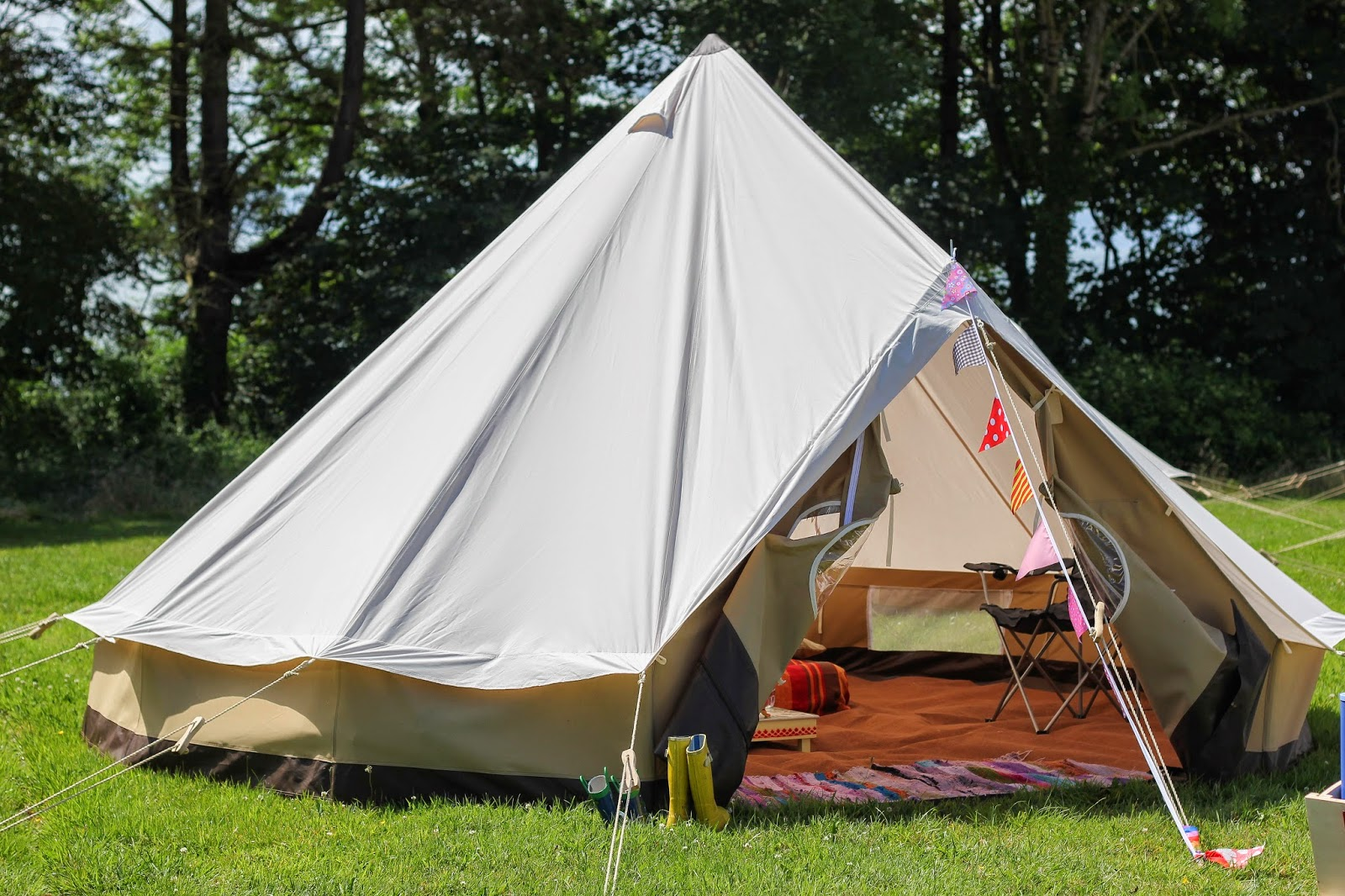 Beautiful tent & Side Street Style: Glamping with Cariad Canvas