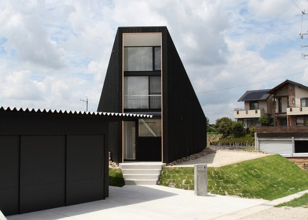 Triangular House in Japan
