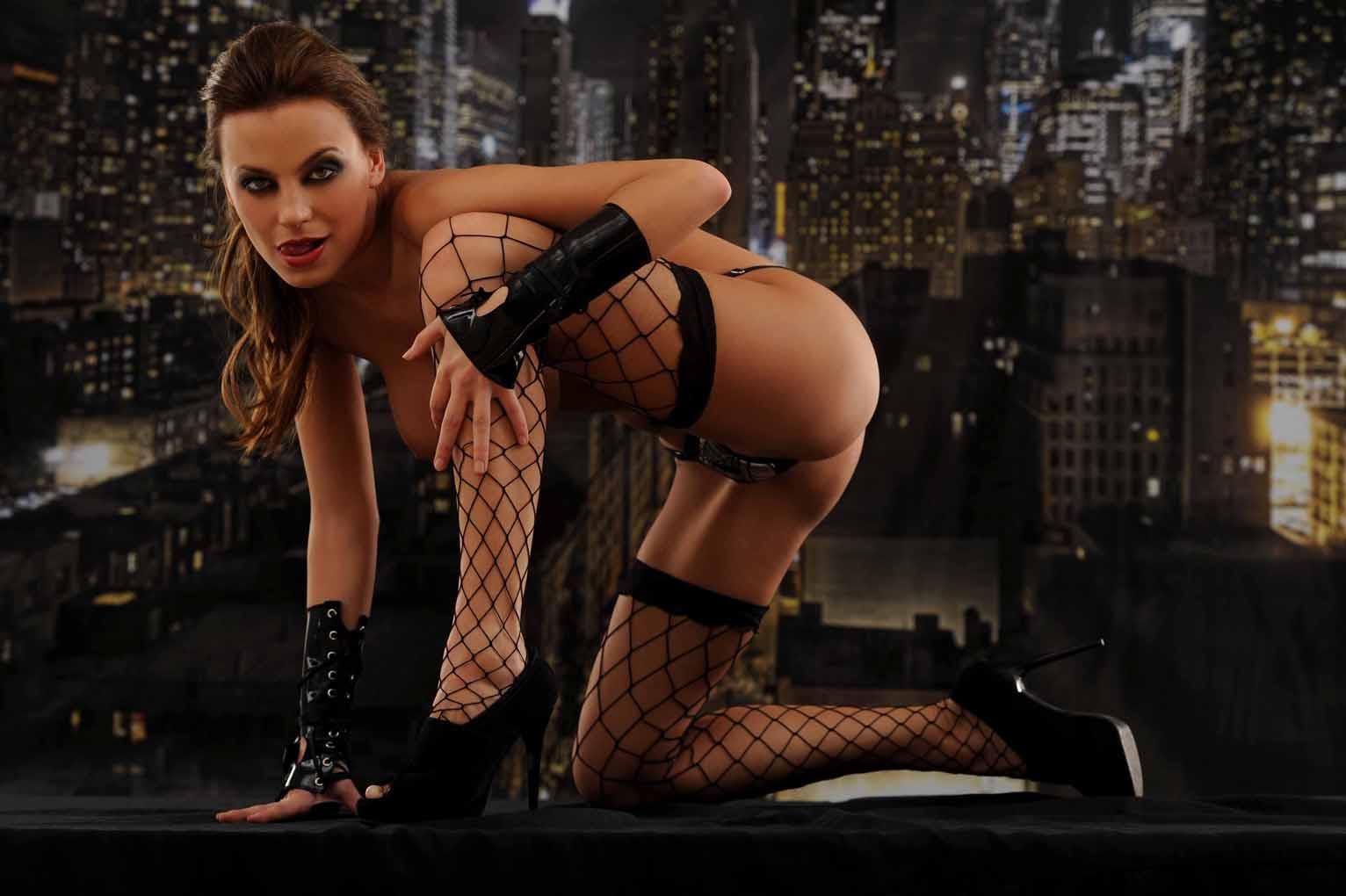 http://4.bp.blogspot.com/-lhWRKTMMqxQ/TecgXOHcrjI/AAAAAAAACCc/7o6RDSLa4ec/s1600/Erika+Mitdank+Naked+Hotness+For+Hombre+Argentina+www.GutterUncensoredPlus.com+006.jpg