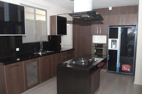 La isla y la peninsula en las cocinas for Cocina 15 metros cuadrados