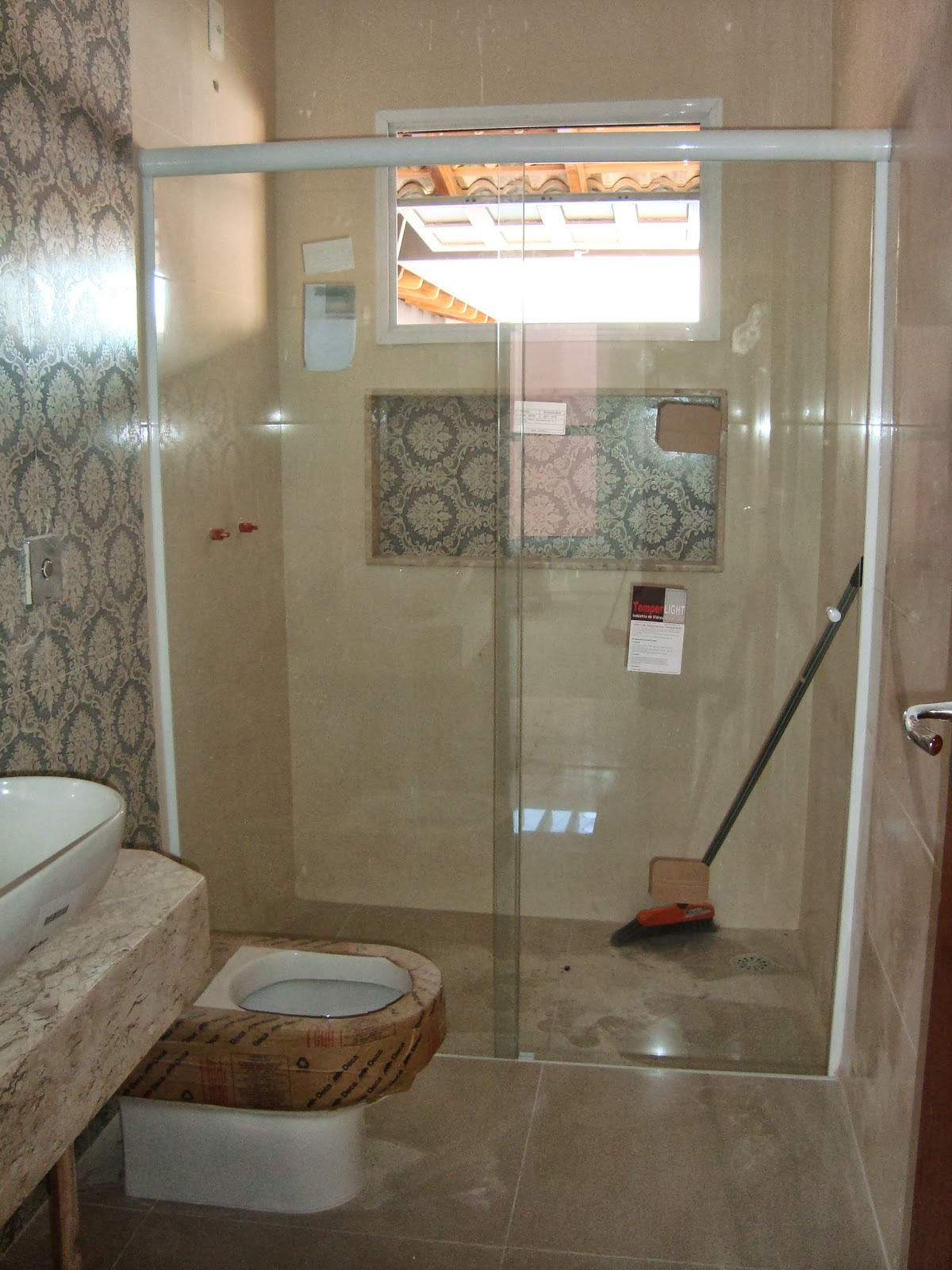 Imagens de #896942  box de vidro do banheiro social em alumínio branco e vidro incolor 1200x1600 px 2330 Box De Vidro Para Banheiro Brasilia