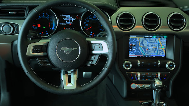 Interior view of 2015 Ford Mustang