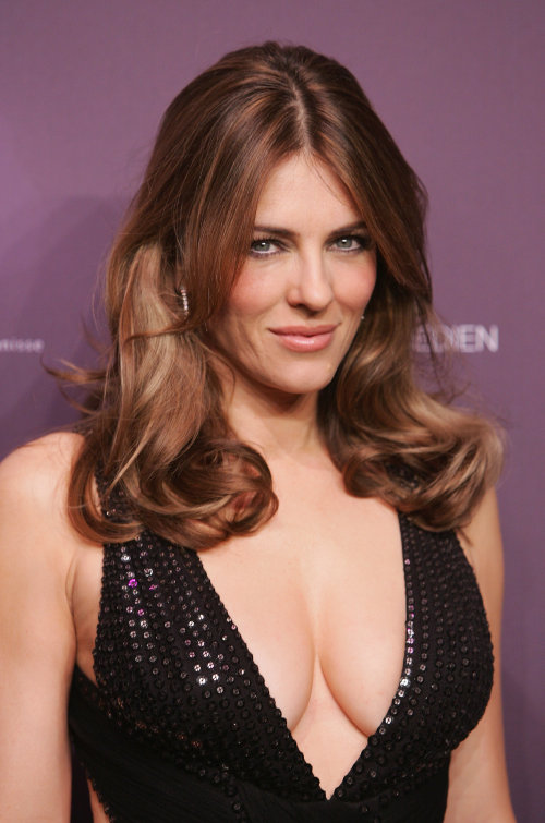 liz hurley, hot cleavage,sexy photo