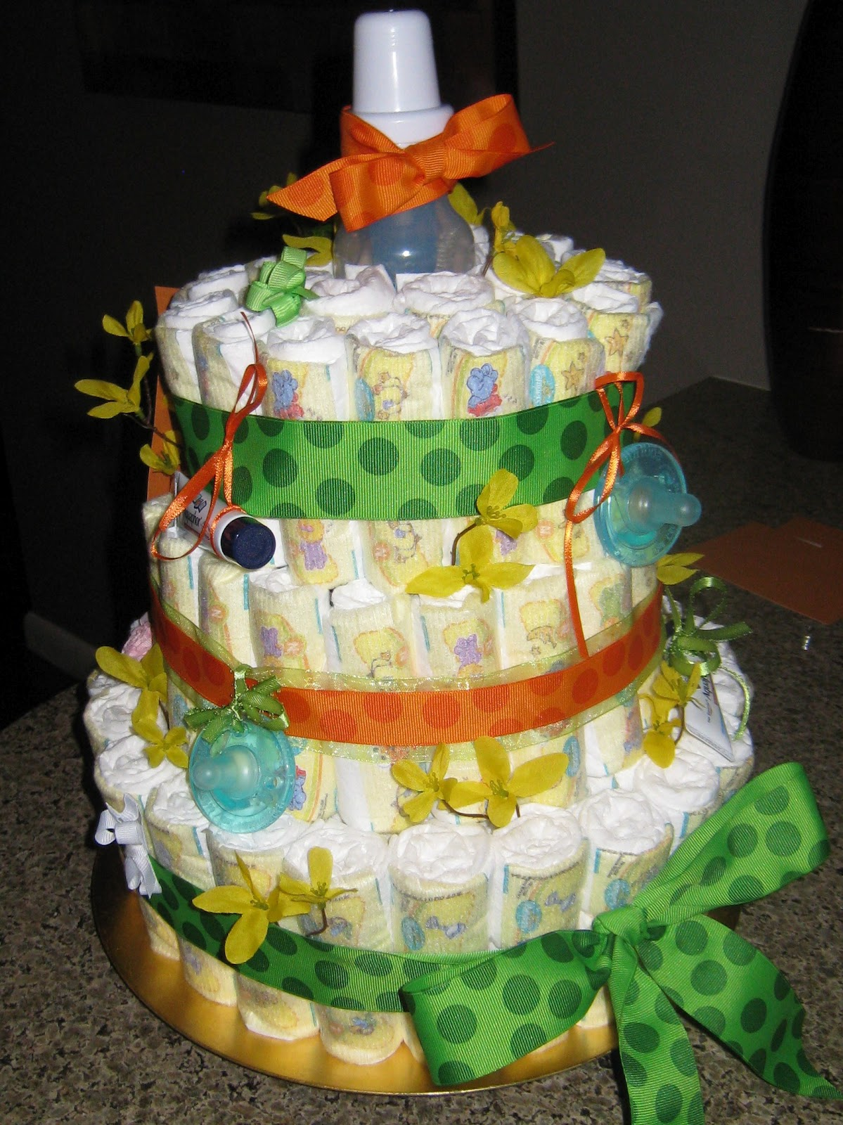 DIY: Baby Shower Diaper Cake!