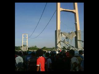 Foto dan video kecelakaan jembatan kutai kartanegara