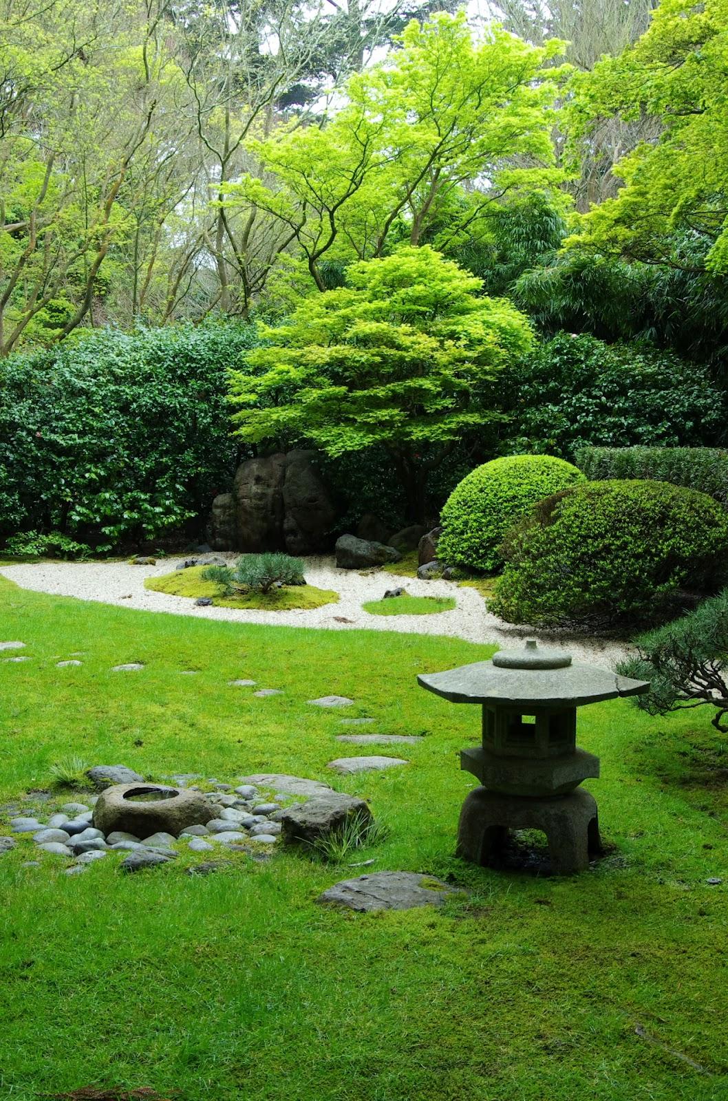 Сад камней правда бедненький