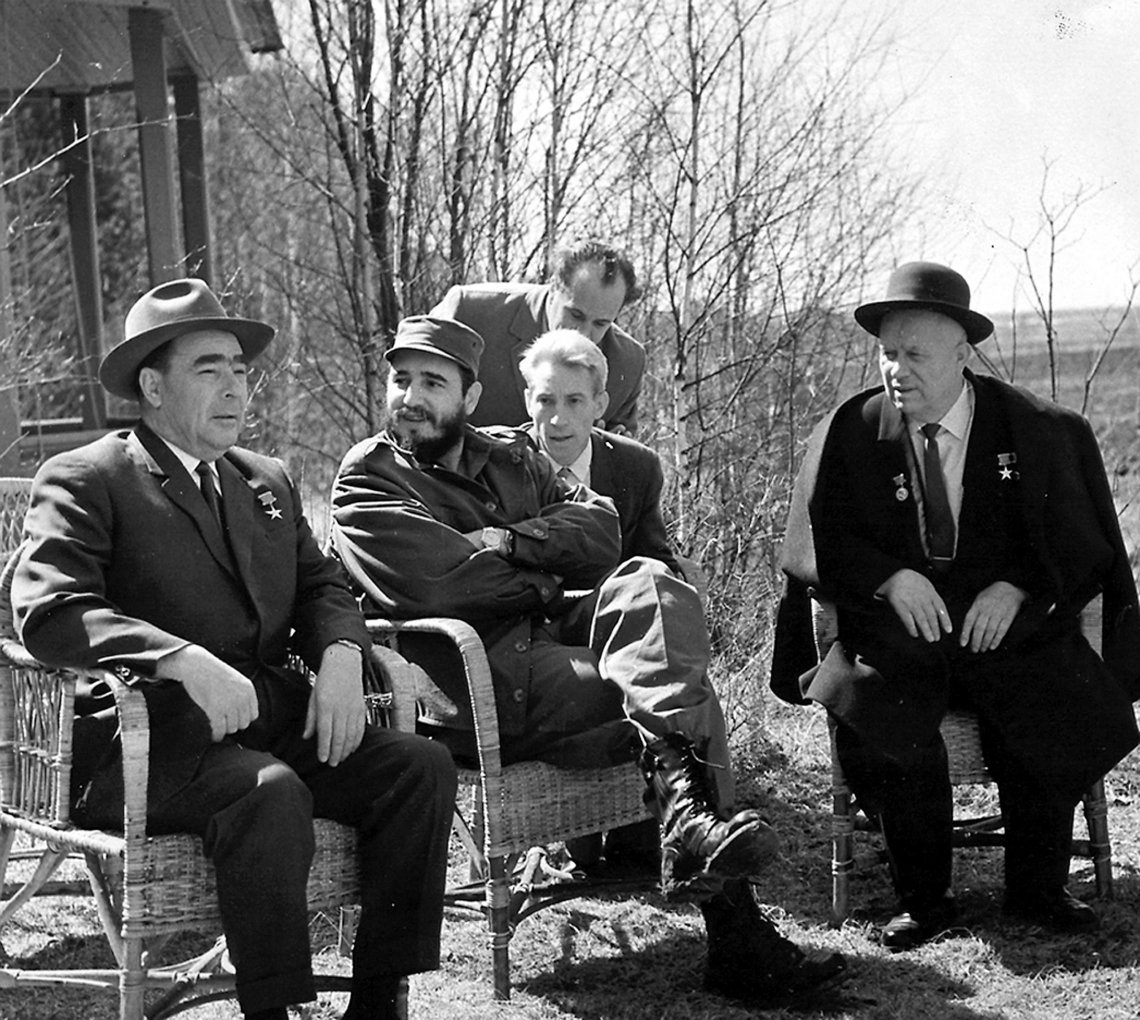 Fidel Castro con la dirigencia soviética