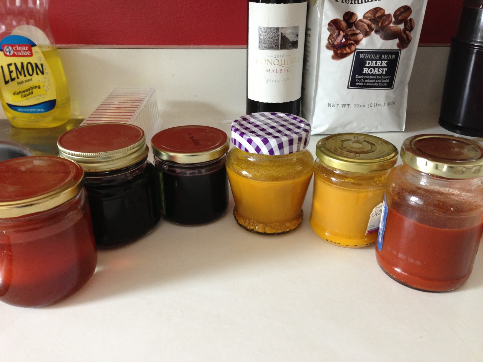 Eggs dyeing in natural color (from left to right: Onion skin, red wine, blueberry juice, 2 x turmeric and paprika powder)