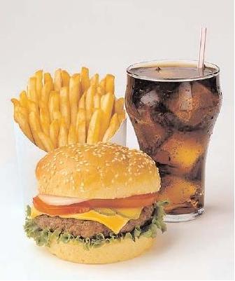 قلة النوم تزيد من شهية الإنسان للوجبات السريعة - الوجبات السريعة - junk food - fast