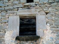 Finestra a la façana principal al Vilaró