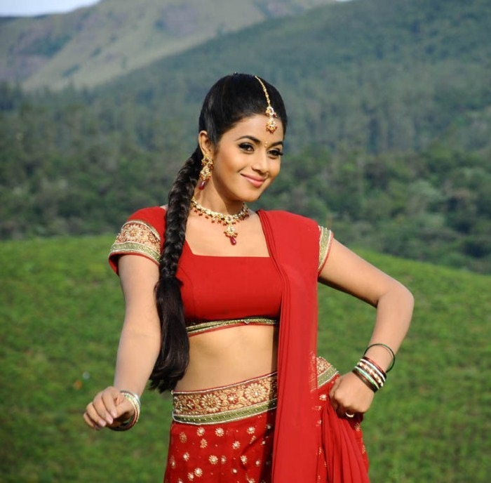 Poorna Navel Saree Pic1 - Poorna Hot Pics in Red/Pink Saree - Navel