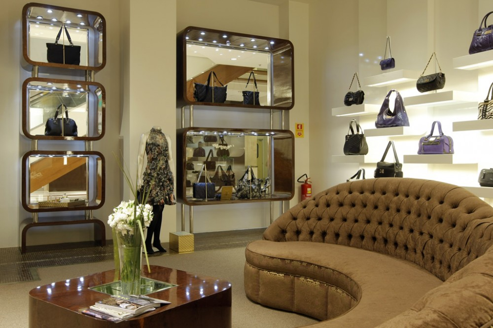 Clothes shop interior wall home designer for Boutique interior design images