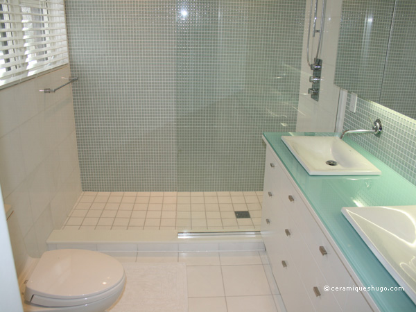 Pastilhas de vidroGlass tile on Pinterest  Google, Bathroom and Ems -> Banheiro Co Pastilha