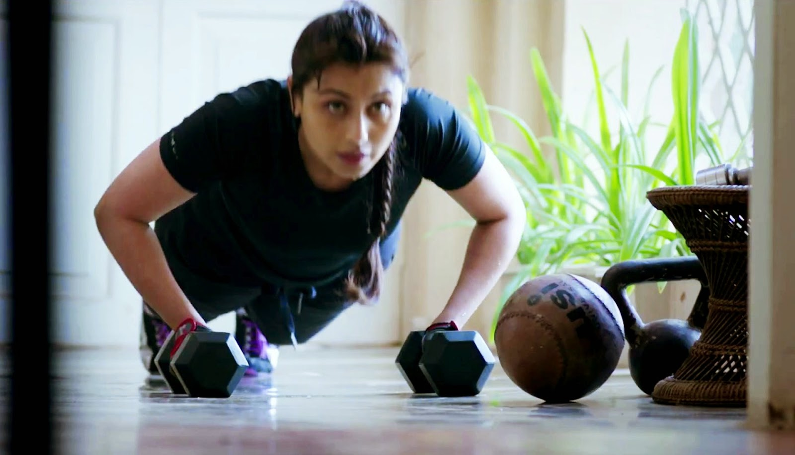 Mardaani Rani Mukerji Exercise WorkOut