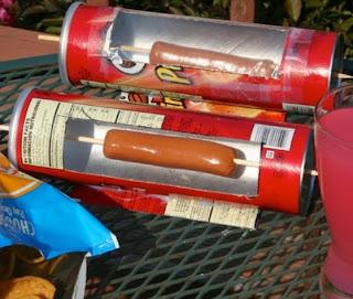 http://www.manualidadeson.com/horno-para-hot-dog-con-bote-de-pringles.html