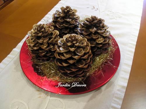 centro-mesa-navidad-terminado-decorado-espumillón-dorado