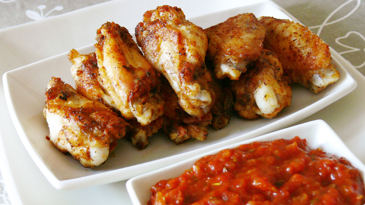 Cocinar para los amigos alitas de pollo con salsa barbacoa for Cocinar 2 muslos de pollo