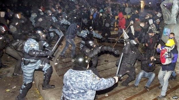 """В годовщину избиения """"Беркутом"""" студентов на Майдане активисты провели """"Ночь Памяти"""","""